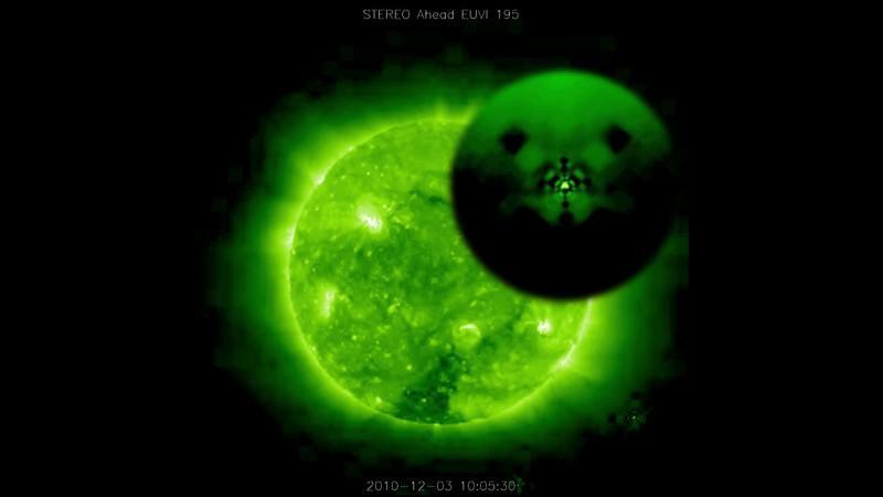 Гигантские НЛО у Солнца (2011)